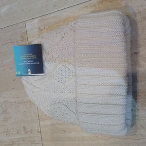 NWT Beautiful Isotoner Cable Knit Beanie